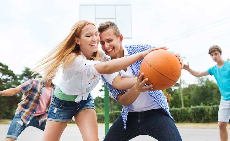 couple playing sports