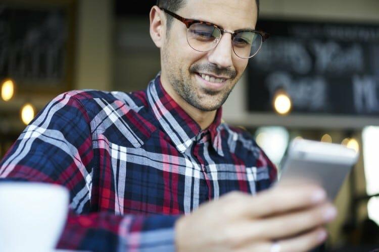 man texting girlfriend